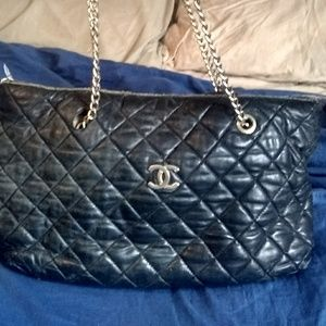 Very vintage authentic Chanel CC logo chain bag